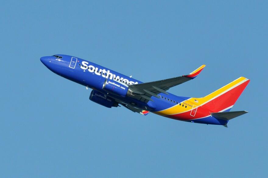 southwest_airlines__boeing_737-76q_wl___n565wn_-_sea__21783111420_.jpg