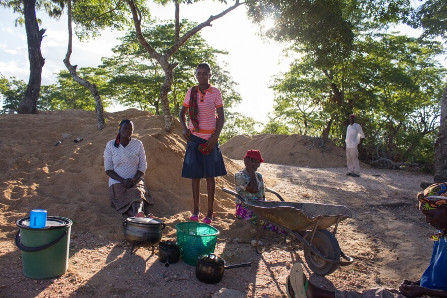 Lemba women bring food and water for the men building the community's first synagogue in Mapakomhere in Zimbabwe's Masvingo District, the heart of Lemba territory.