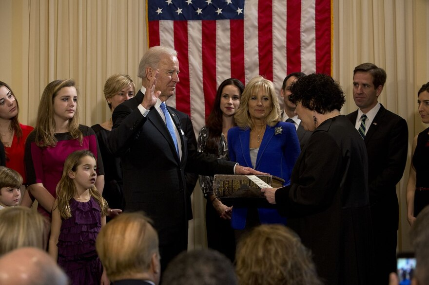 Joe_Biden_sworn_in_as_Vice_President_in_2013.jpg