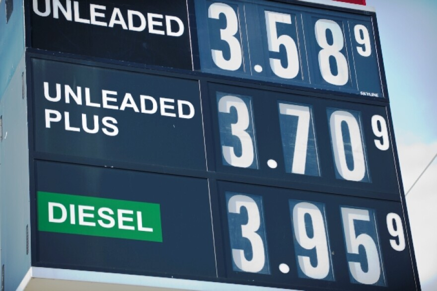 Compare-Gas-Prices-at-Gas-Pump.jpg