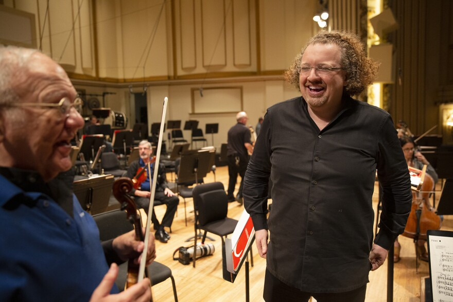 Stéphane Denève with orchestra musicians at Powell Hall. [9/20/19]