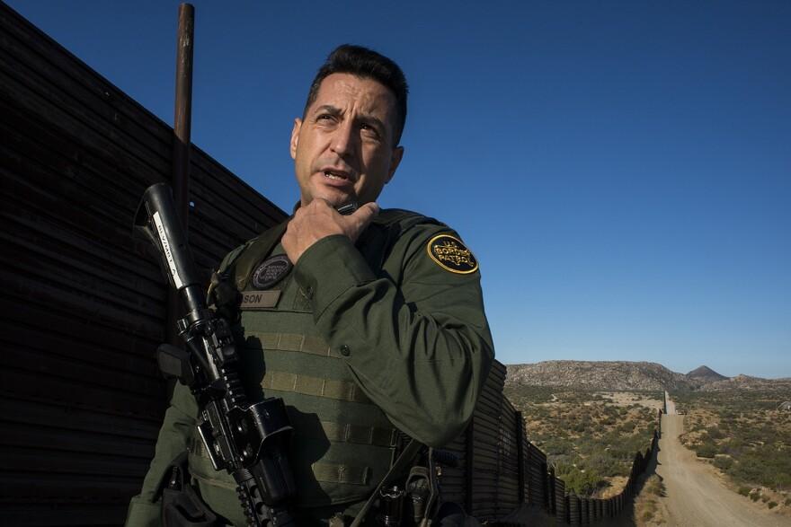 Border-Agent-joshua-wilson-iNEWS_BQ_03_t1600.jpg