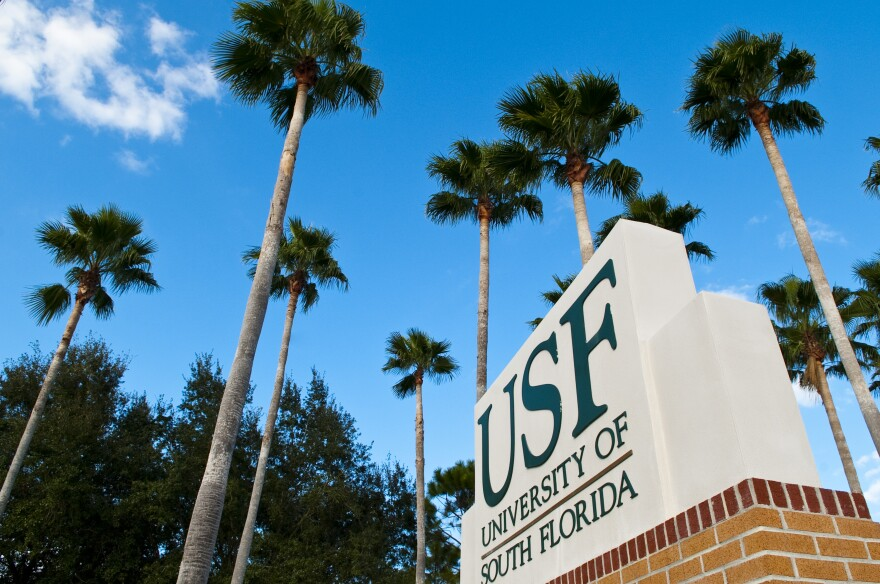 Campus_Scenes_Front_Sign_Palms.jpg