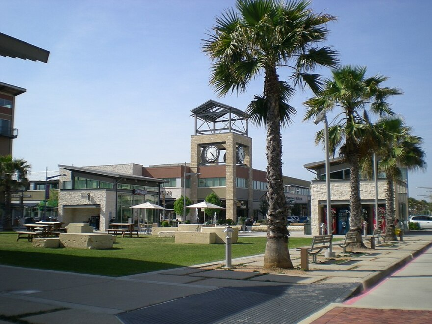1024px-Pearland_Town_Center.jpg