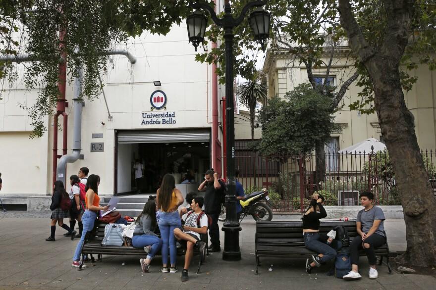 Andrés Bello National University is a private university in Santigao that does not participate in the <em>gratuidad</em> program.