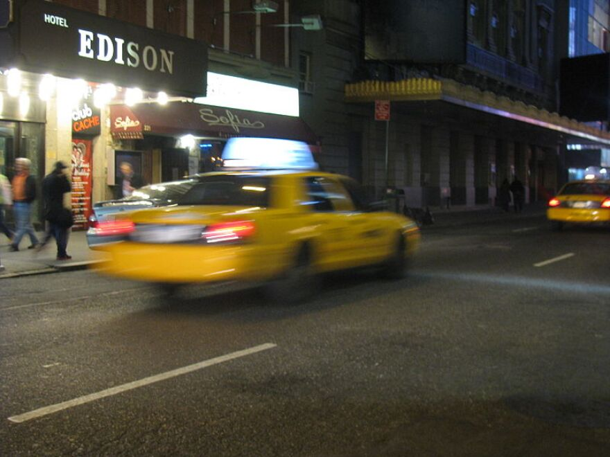 800px-NYC_Taxi_in_motion.jpg