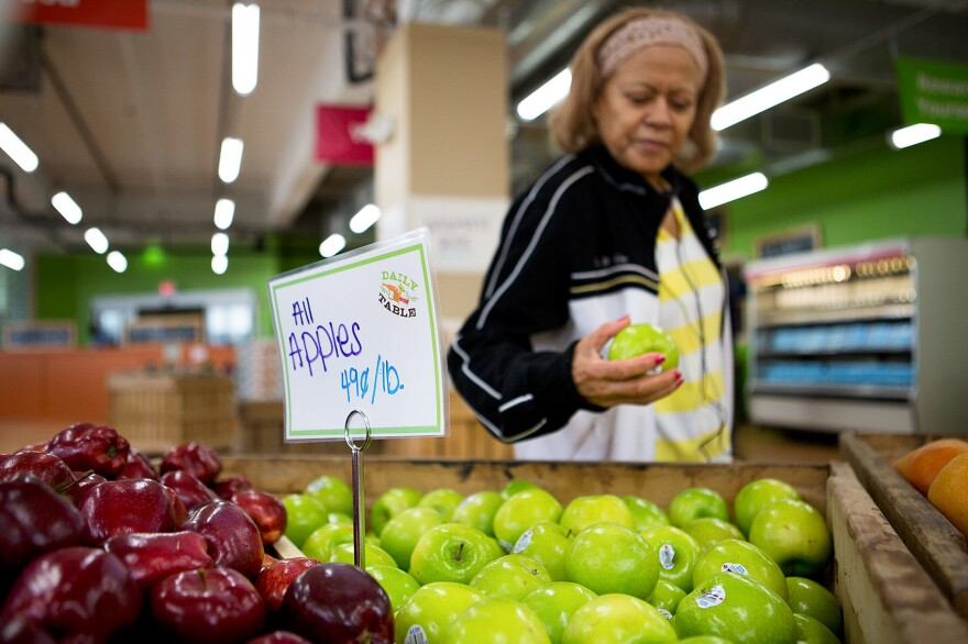 Noemi Sosa shops at Daily Table, a nonprofit supermarket in Dorchester, Mass.