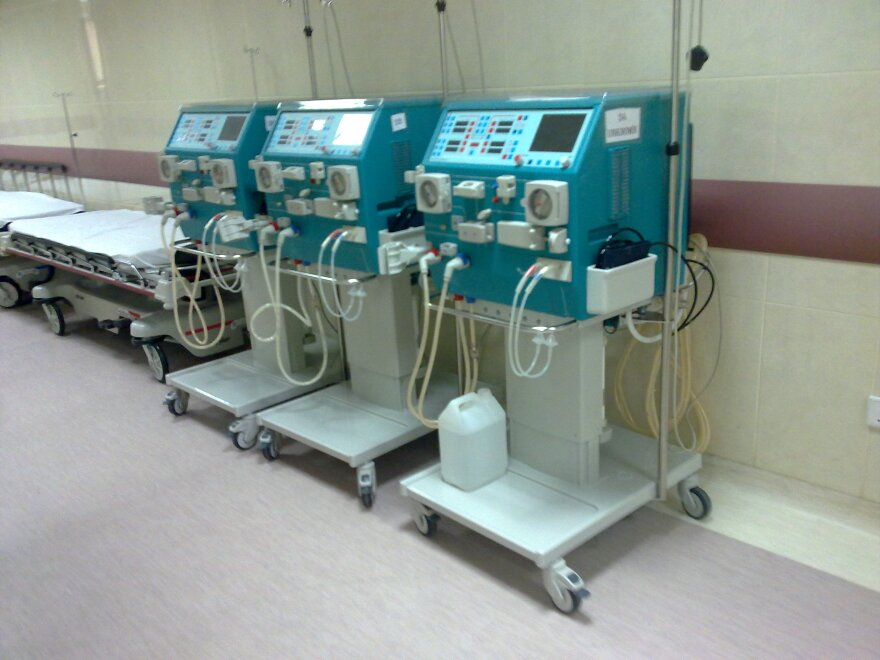 Dialysis_machines_by_irvin_calicut.jpg