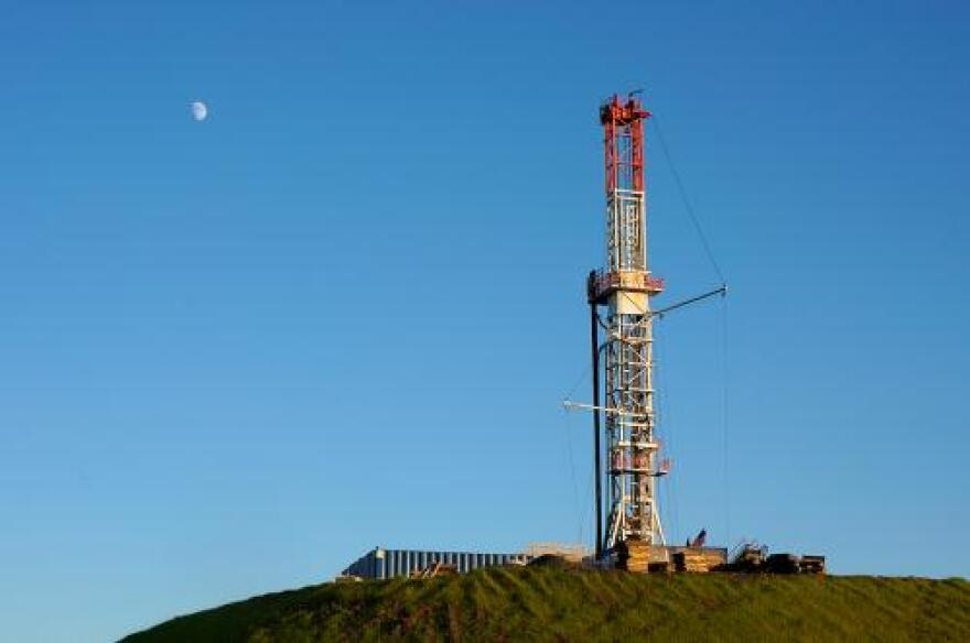 bigstock_Natural_Gas_Drill_on_Hilltop_24436025.jpg