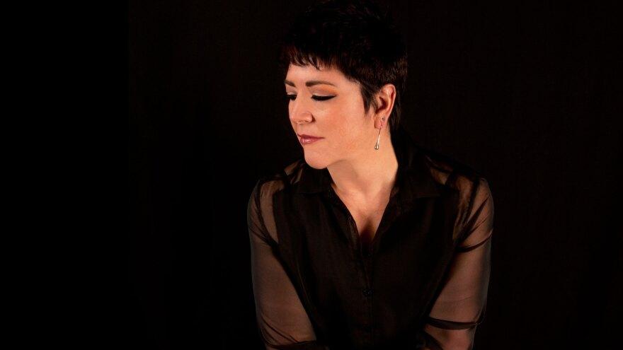 Gabriela Ortiz is the composer of <em>Unicamente la verdad</em>.
