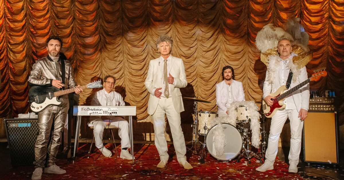 Crowded House Reunites On 'Dreamers Are Waiting'