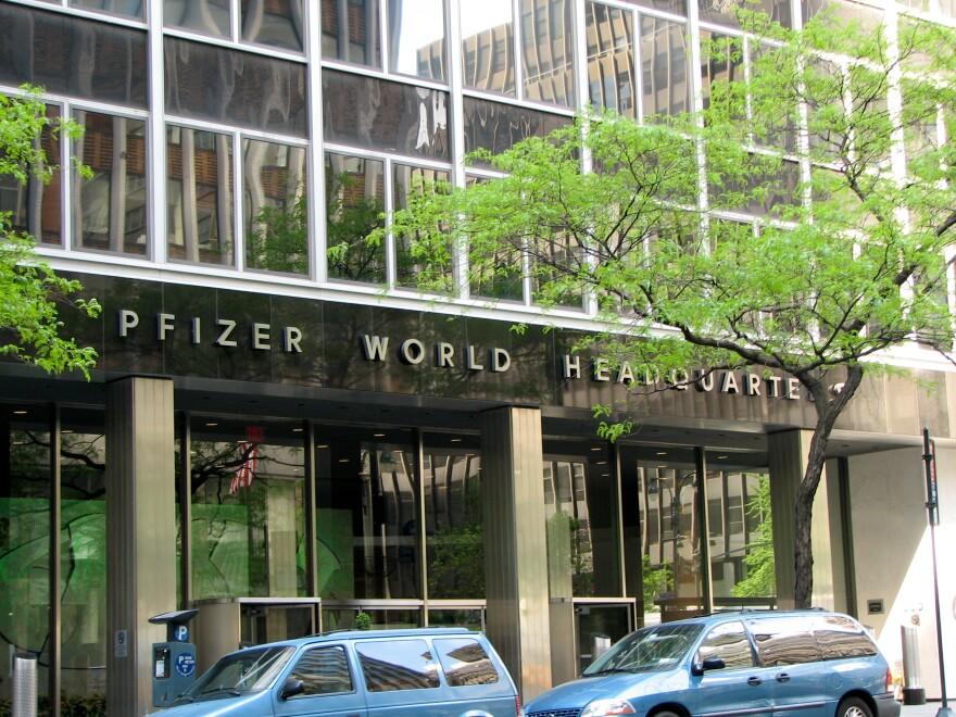 pfizer_headquarters_-_norbert_nagel__wikimedia_.jpg