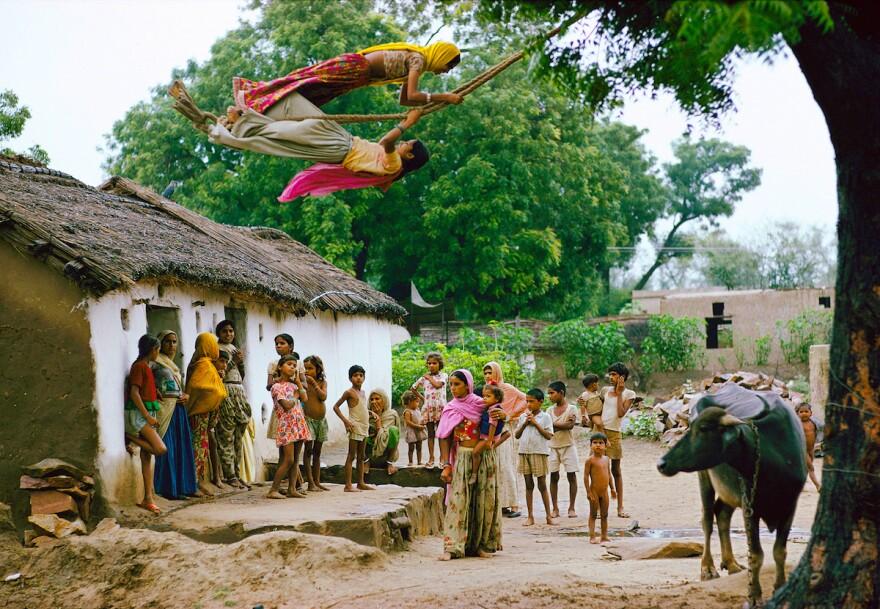Catching the breeze, Hathod Village, Jaipur, Rajasthan, 1975.