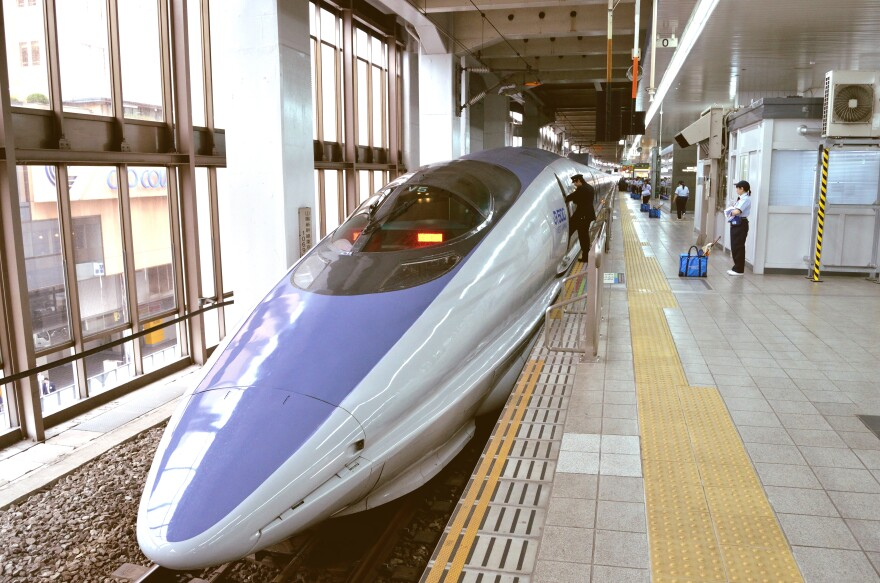 bullet_train_shinkansen_dsc_3348__6246388090_.jpg