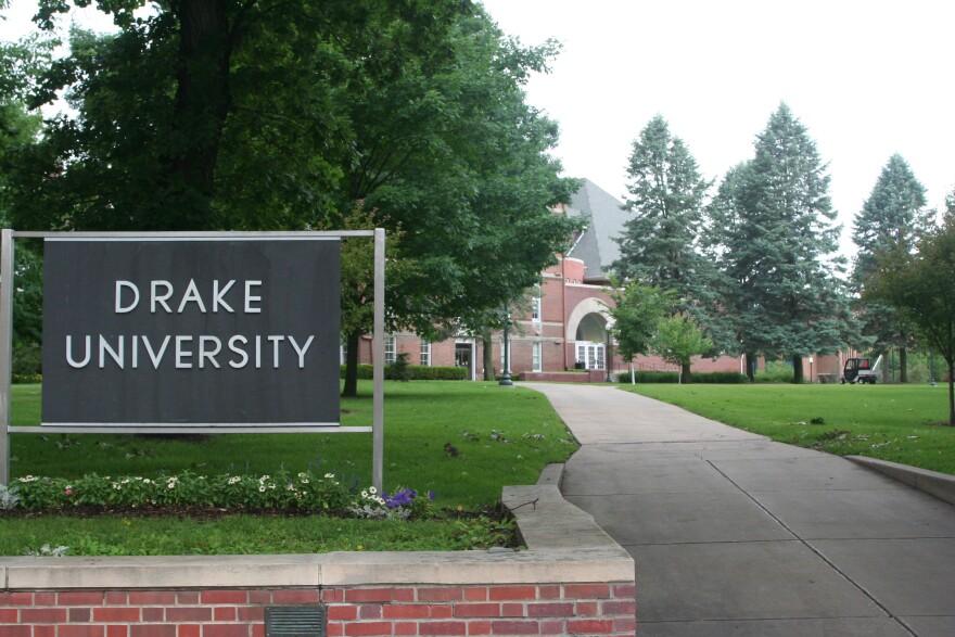 Drake_University_Entrance.jpg
