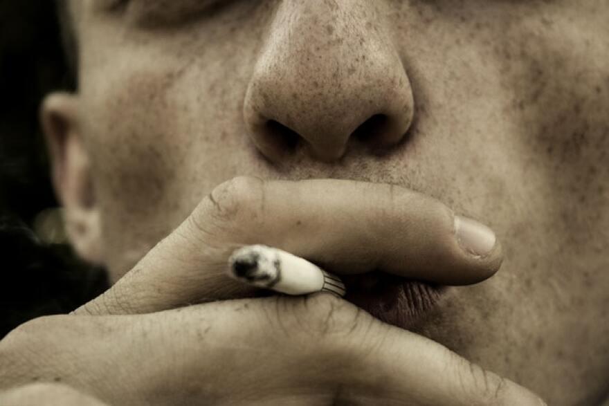 cigar-cigarette-close-up-fingers-576787.jpg