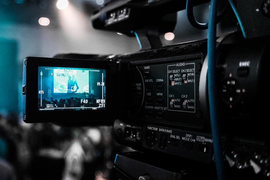 technology-camera-streaming-movie-2608867_1920.jpg