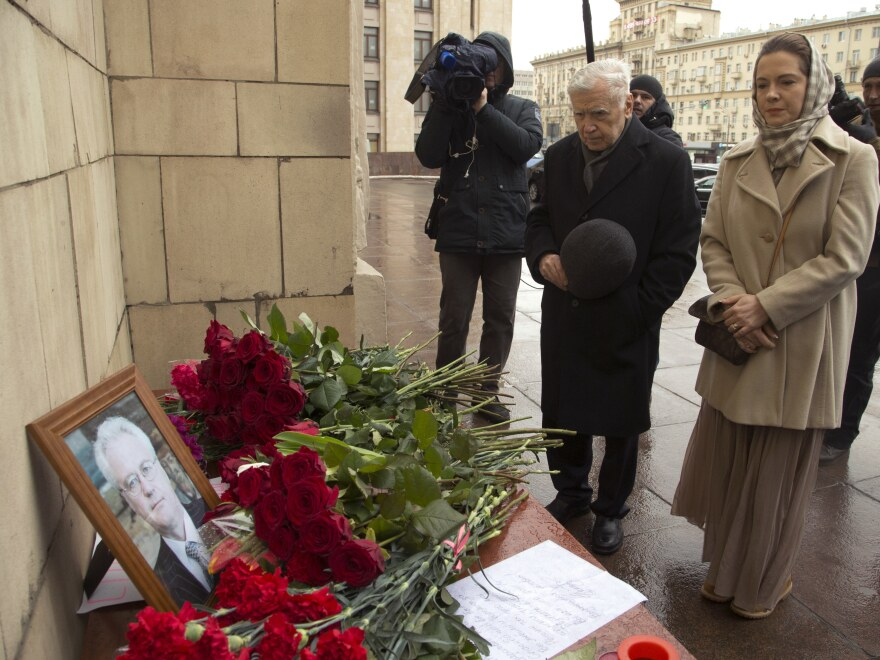 People pay respects to the late Russian U.N. ambassador Vitaly Churkin outside Moscow's Foreign Ministry.