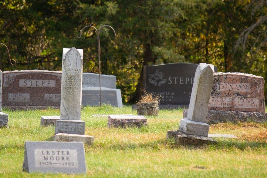 100920-am-Stepp-cemetery.jpg