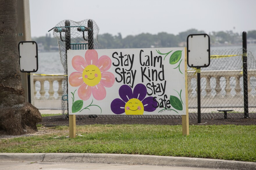 A sign with flowers that stays stay calm, stay safe, stay healthy.