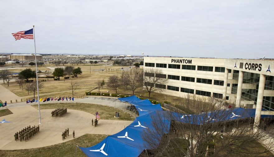 fort_hood_headquarters_flagpole.jpg