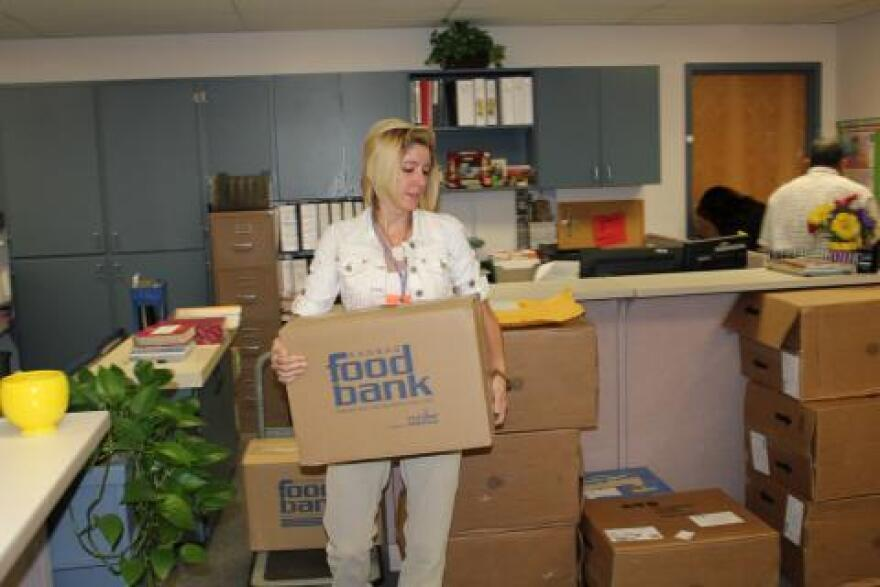 1029_immigration-2-food-bank.jpg