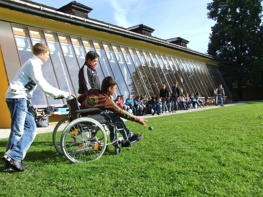 wheelchair-538138_1920.jpg