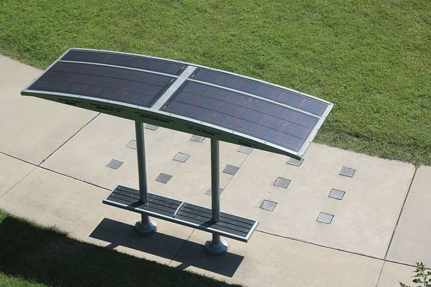 Solar_park_bench_at_Iowa_State_Fair_grounds.gk_.jpg