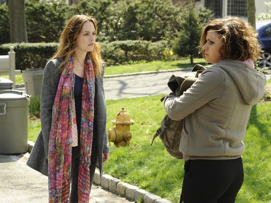 After a broken engagement, Nina Ostroff (Leighton Meester) has an affair with Vanessa's (Alia Shawkat) father.