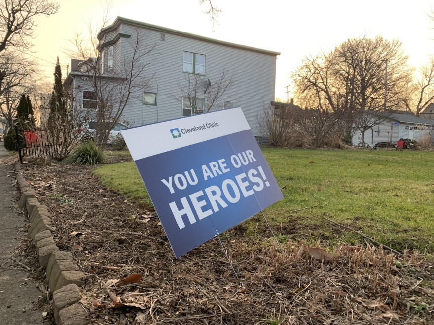Cleveland Clinic heroes sign