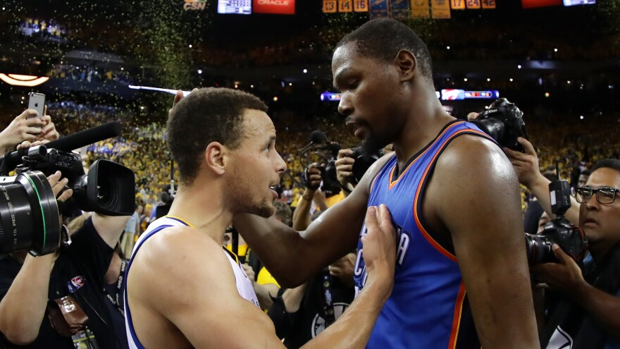 Kevin Durant (right) will play alongside Stephen Curry (left) after deciding to join the Golden State Warriors.