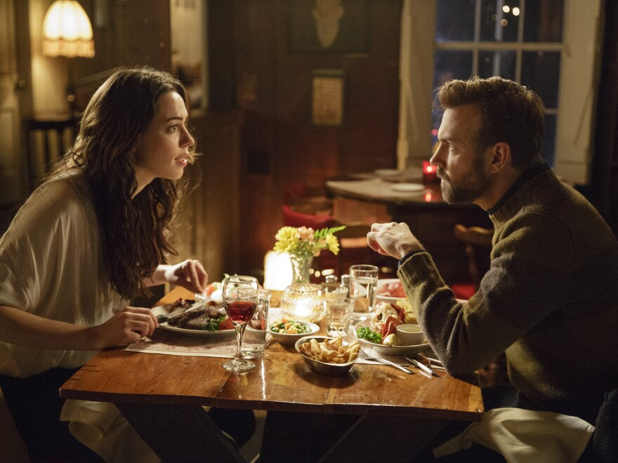 A New York writer (Jason Sudeikis) and a young widow from rural Maine (Rebecca Hall) collaborate to write a biography of the woman's deceased husband, an acclaimed folk singer, in <em>Tumbledown</em>.