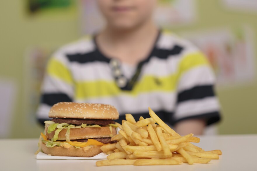 Despite all the efforts to get kids to eat more healthfully, the rate of fast-food consumption hasn't budged in the past 15 years, the CDC finds.