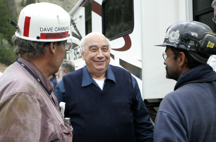 Robert Murray, center, chief executive of Murray Energy Corp., talks to two miners in charge of drilling bore holes into the Crandall Canyon Mine before a news conference.