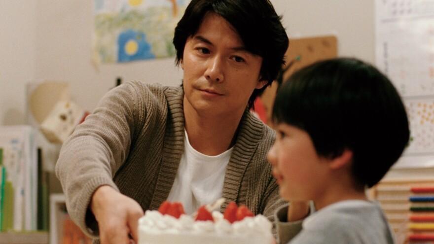 Ryota Ninomiya (Masaharu Fukuyama) and his son Keita (Keita Ninomiya) wrestle with identity and belonging in <em>Like Father, Like Son</em>.
