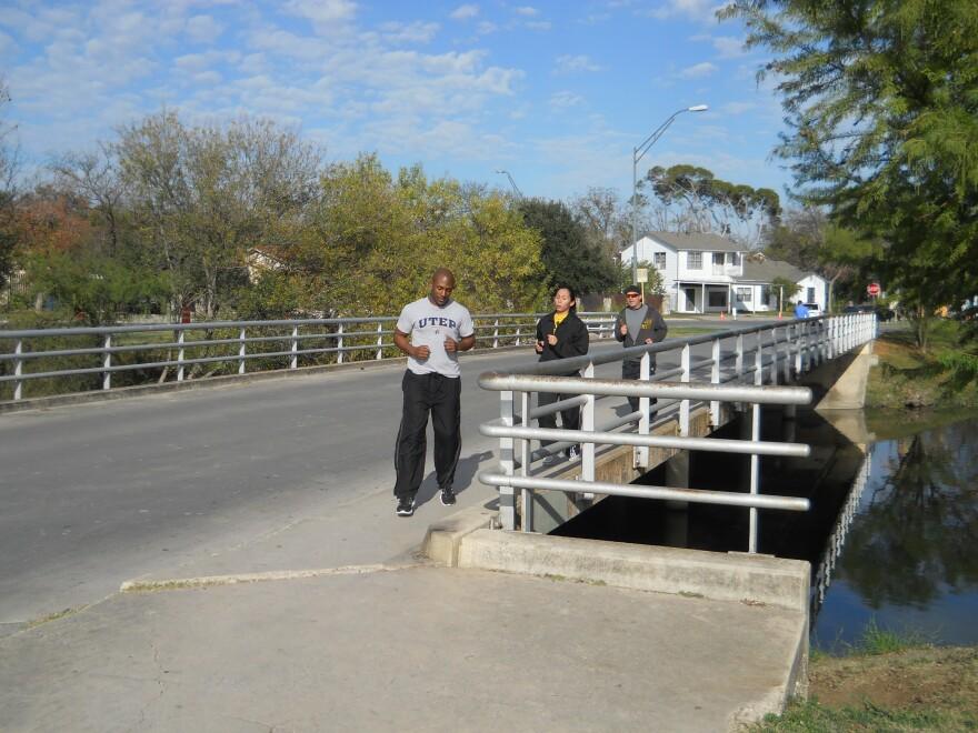 Runners-Tobin-Bridge-Seeling121212.JPG