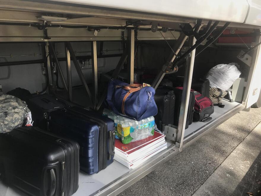 packed_bus_switalski.jpg