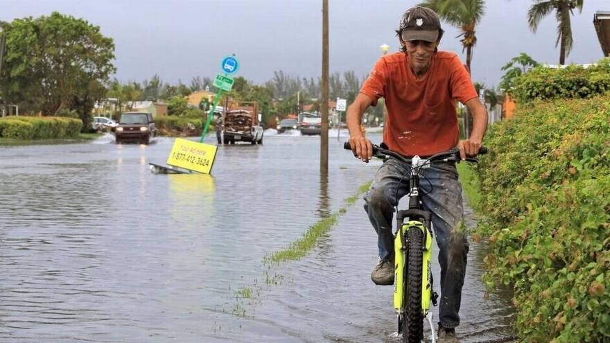 climate_change_bike_in_sweetwater_oct_2017_al_diaz.jpeg
