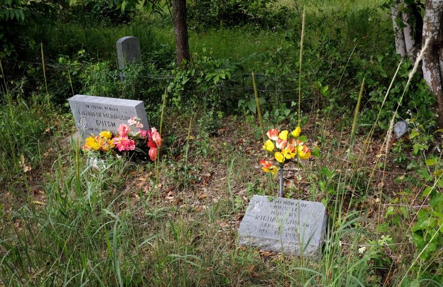 rancano-cemetery-flowers-lg.jpg