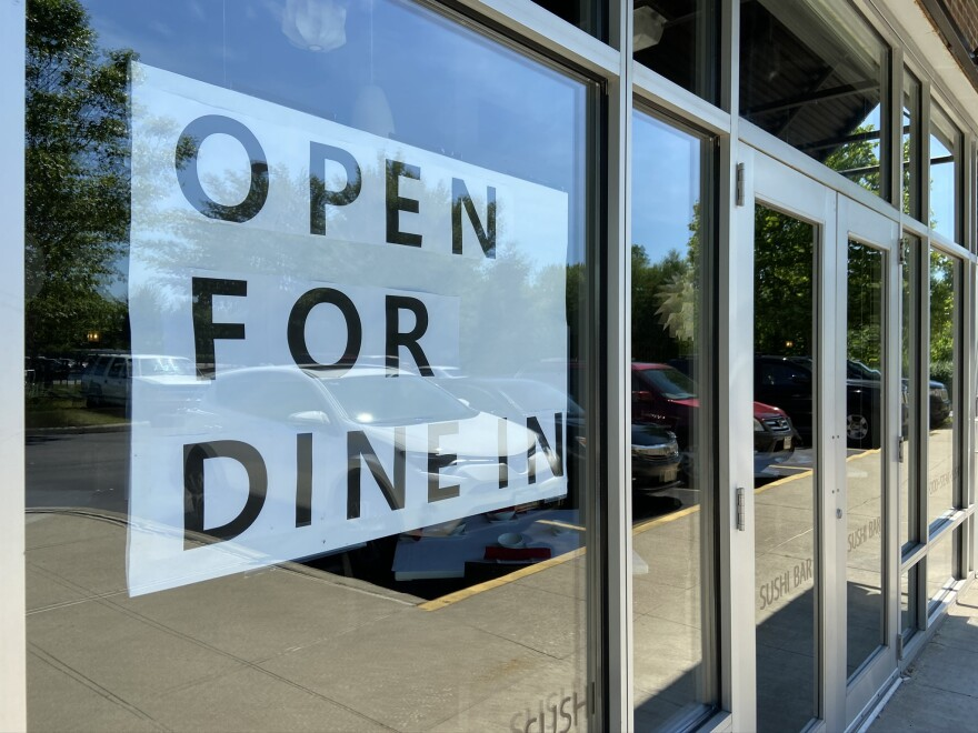 A restaurant in northeast Columbus advertises dine-in service.