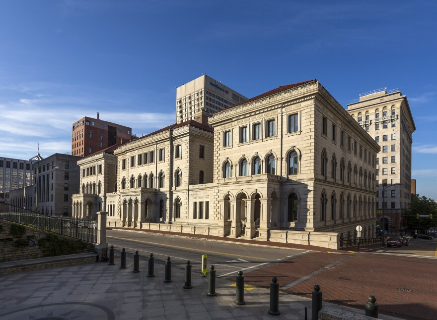 Richmond_Federal_Appeals_Court_and_skyline_VA2.jpg