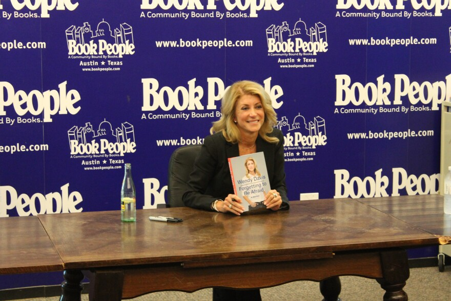 Davis_Book_signing_II.jpg