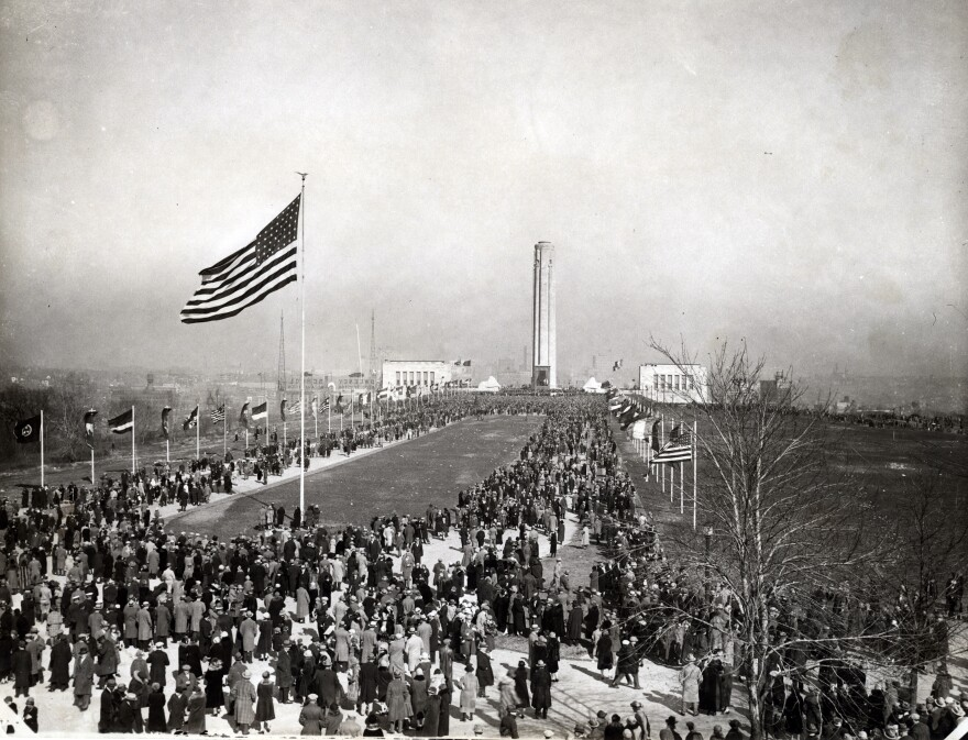 1926_dedication_looking_north_from_mall_entrance.jpg