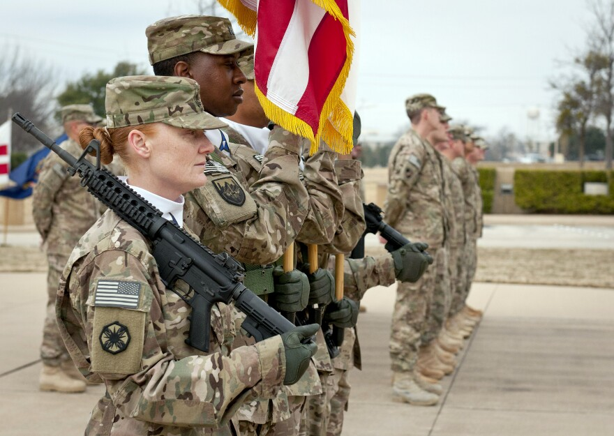 Fort_hood_soldiers_present_colors.jpg