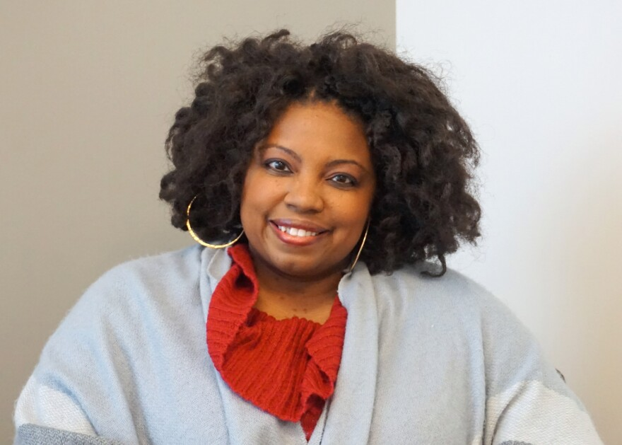 Dr. Marva Robinson, a licensed clinical psychologist in St. Louis, advises that civil family discussions at holiday dinner tables start with setting ground rules.
