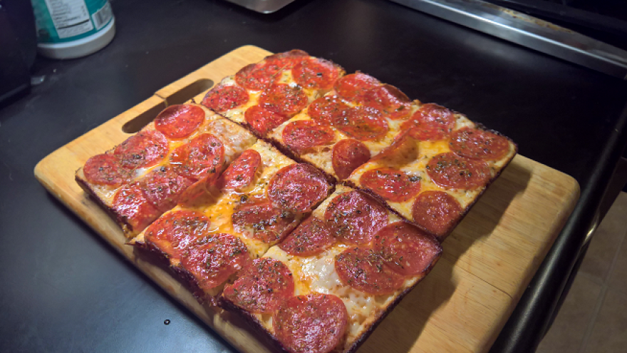 Detroit_Style_Pizza_in_Calphalon_Bread_Pans_-_Sliced.png