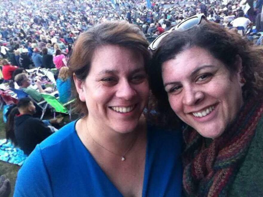 Sara Shepherd, left, with her sister, Mindi Ramos. (Courtesy of Mindi Ramos)