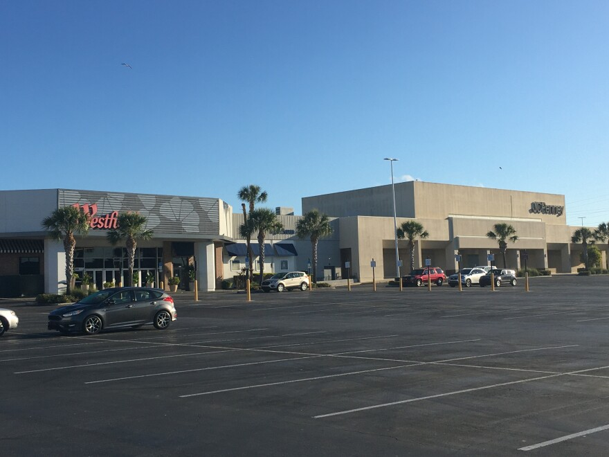 exterior of Westfield Countryside Mall