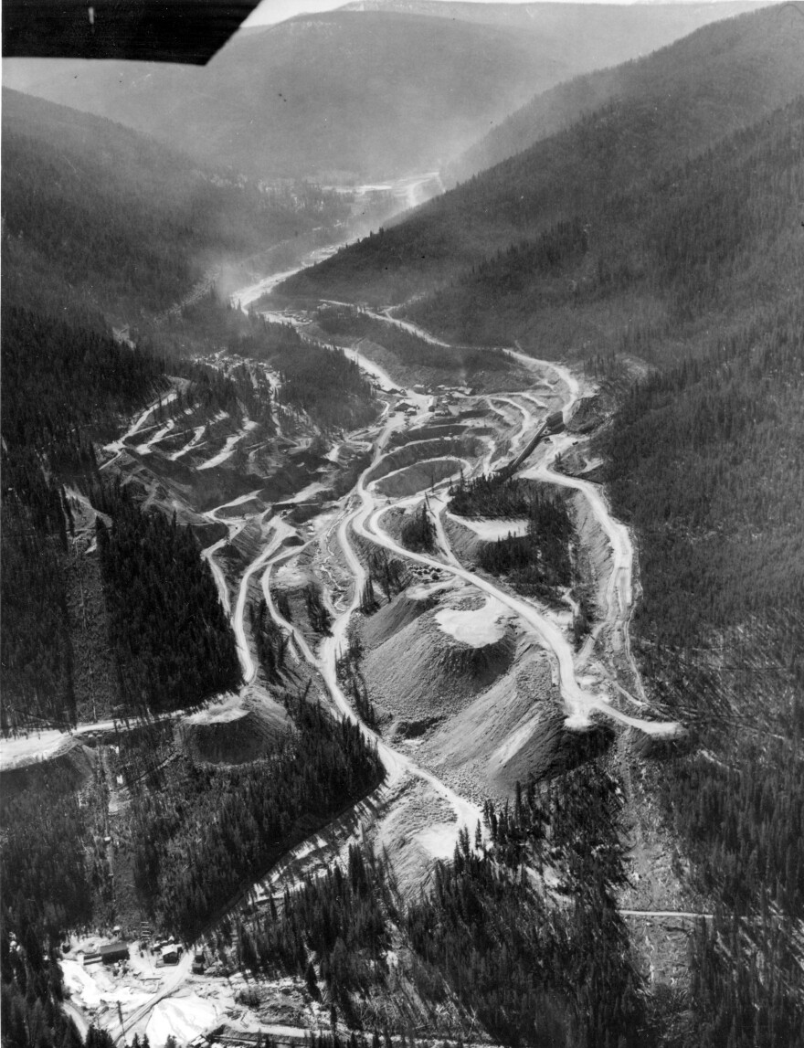 An undated bird's-eye view of the Yellow Pine pit
