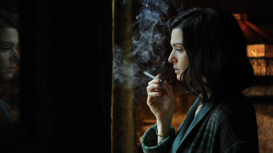 Rachel Weisz plays the adulterous Lady Hester Collyer in <em>The Deep Blue Sea, </em>turning in a  performance as luminous as a Pre-Raphaelite portrait.